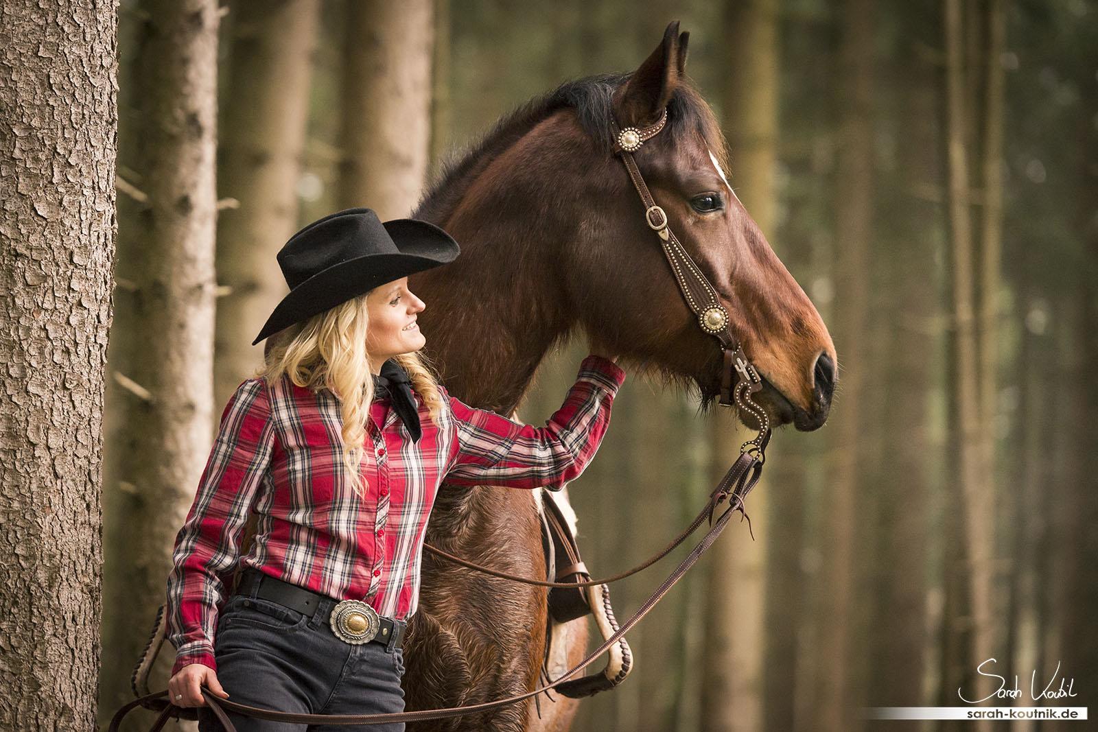 Pferdefotoshooting im Wild West Stil   Carina und Moritz   Pferdefotografie München