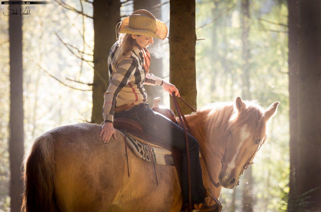 Pferdefotografie München | Sarah Koutnik Fotografie | Morgensonne | Westernshooting