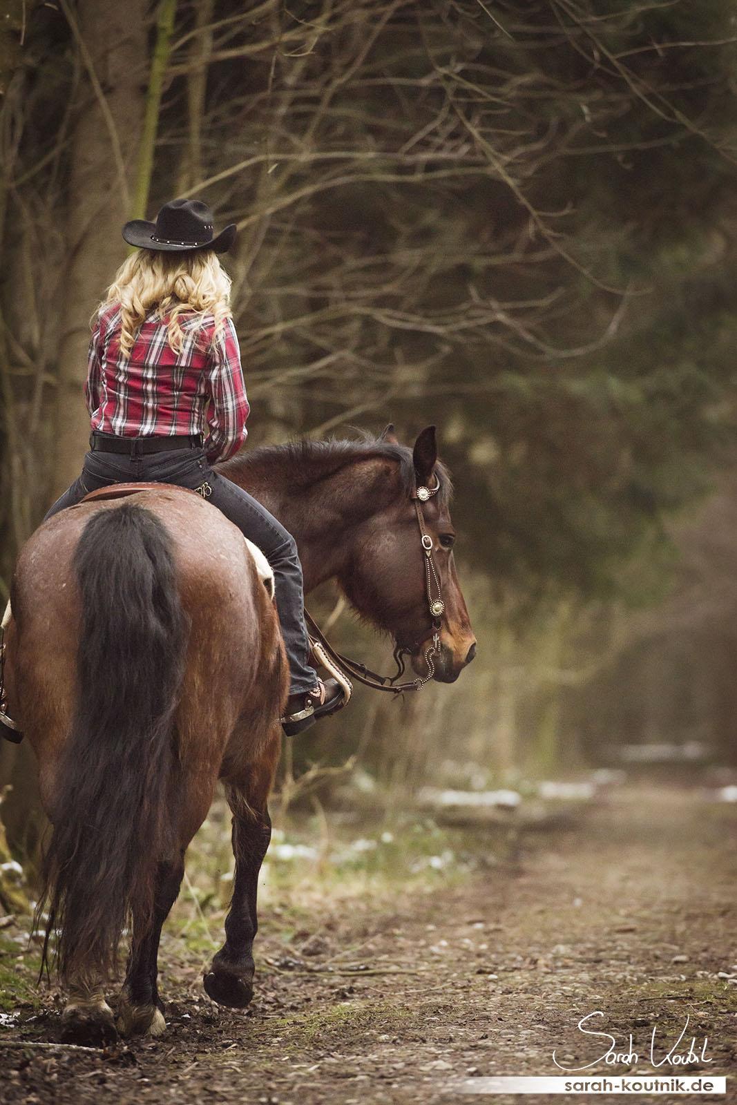 Wild West Pferdefotoshooting mit Carina und Moritz | Pferdefotografie München