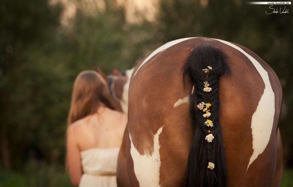 Soraya und Larissa romantisches Fotoshooting bei Sonnenuntergang | Pferdefotografie München