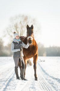 Fotoshooting mit Pferd im Schnee | Pferdefotografie | Sarah Koutnik Fotografie